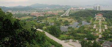 Landschaft im Guangzhou-Porzellan stockfoto