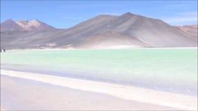 Landschaft, Lagune und Berge in Atacama-Wüste, Chile stock video