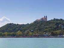 Landschaft mit Abtei von Tihany Lizenzfreies Stockbild
