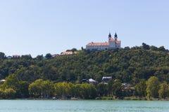 Landschaft mit Abtei von Tihany Stockbild