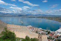 Landschaft mit Ansicht ?ber Nafplio, Seehafenstadt im Peloponnes in Griechenland, Kapital der regionalen Einheit von Argolis, tou lizenzfreie stockfotografie