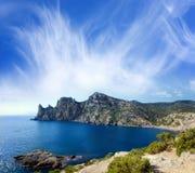 Landschaft mit Berg und Meer lizenzfreies stockbild