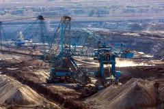 Landschaft mit Bergwerkmaschine Lizenzfreie Stockfotos