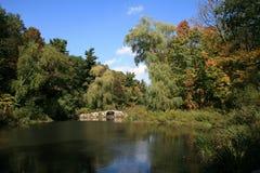 Landschaft mit Brücke stockfoto
