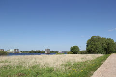 Landschaft mit Brückenunterstützung Stockfotos