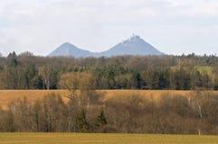 Landschaft mit der Schlossruine stockbild