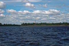 Landschaft mit einem Fluss Stockbilder