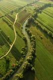Landschaft mit einem Fluss und einer Straße Stockbild