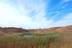 Landschaft mit einem leisen See Lizenzfreie Stockfotografie