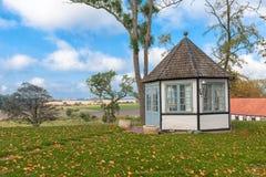 Landschaft mit einem Pavillon Lizenzfreie Stockfotos
