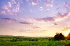 Landschaft mit einem schönen Himmel Stockbild