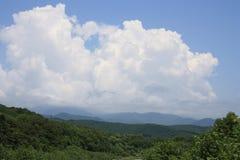 Landschaft mit einer Wolke Lizenzfreies Stockfoto
