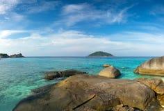 Landschaft mit Felsen auf Similan-Inseln Lizenzfreie Stockfotos
