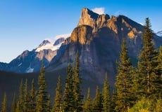 Landschaft mit felsigen Bergen in Alberta, Kanada Stockfotografie