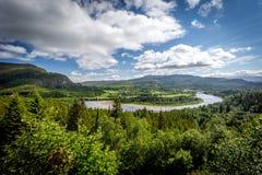 Landschaft mit Fluss Stockfotos