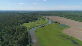 Landschaft mit Fluss und Bäumen Stockfotografie