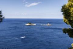 Landschaft mit Inseln auf adriatischer Seeküste Stockfoto