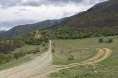Landschaft mit Kirchen- und Verteidigungsturm Stockbild