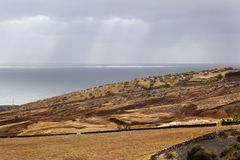 Landschaft mit Meer auf Lanzarote lizenzfreie stockbilder