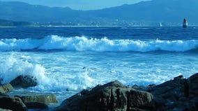 Landschaft mit Meer und Wellen auf spanischer Küste stock video footage