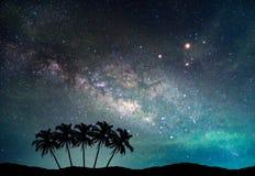 Landschaft mit Milchstraßegalaxie Nächtlicher Himmel mit Sternen Lizenzfreie Stockbilder