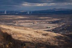 Landschaft mit mineralgewinnender Industrie stockbild
