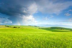 Landschaft mit Regenbogen Lizenzfreie Stockfotos