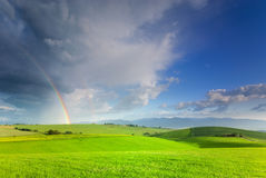 Landschaft mit Regenbogen Lizenzfreie Stockfotografie