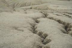 Landschaft mit schlammigen Hügeln und Tälern Stockfotos