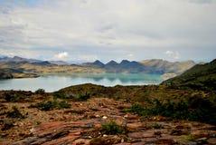 Landschaft mit See und Bergen Lizenzfreies Stockbild