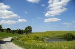 Landschaft mit See und Pfad Stockfoto