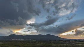 Landschaft mit sonnigen Bannen Stockfoto