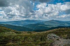 Landschaft mit Steinansicht vom Hügel Stockfoto