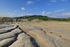 Landschaft mit vulkanischem Boden und Bergen Lizenzfreie Stockfotos
