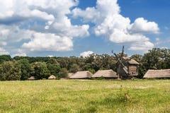 Landschaft mit Windmühle Lizenzfreies Stockbild