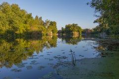 Landschaft nahe dem Myhiia-Fluss ukraine lizenzfreies stockfoto