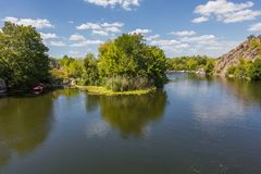 Landschaft nahe dem Myhiia-Fluss ukraine stockbilder