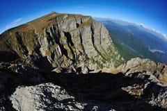 Landschaft schoss von einem alpinen Tal Lizenzfreie Stockfotos