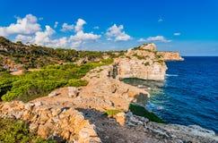 Landschaft Spaniens Majorca an der Küste von Cala Moro lizenzfreie stockbilder