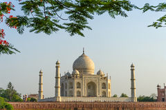 Landschaft Taj Mahals von der Nordseite über dem Yamuna-Fluss bei Sonnenuntergang Stockbild