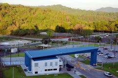 Landschaft um die Cocoli-Verschl?sse, Panamakanal lizenzfreies stockbild