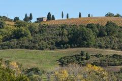 Landschaft um die romanische Abtei von Sant Antimo ist ein ehemaliges Benediktinerkloster im comune von Montalcino Stockfotos