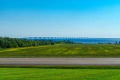 Landschaft und die Bündnis-Brücke, PEI stockbild