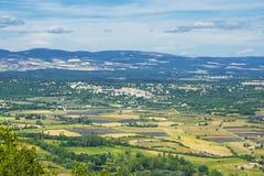Landschaft und Felder von Provence-Ansicht von oben lizenzfreie stockfotos