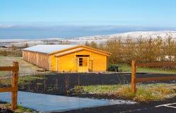 Landschaft und Häuschen in Island Lizenzfreies Stockbild