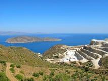 Landschaft und Meerblick von Kreta mit Ansicht des Gipses bauen ab lizenzfreies stockfoto