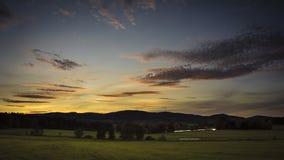 Landschaft unter dem Sonnenuntergang stock footage