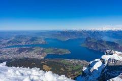 Landschaft vom Spitzenberg Pilatus auf hellen April Day stockbild