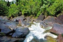 Landschaft von Babinda-Flusssteinen in Queensland Australien Lizenzfreies Stockbild
