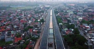 Landschaft von Becakayu-Autobahn und von Jakarta-Stadt stock video